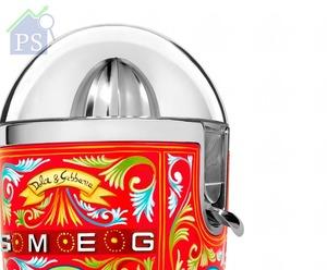 榨汁機內置感應器,當不銹鋼錐形榨汁頭受壓時,便會自動開啟操作。