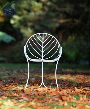Folia:一體成型的Folia單椅,可疊起擺放省卻空間,而且適用於室內及戶外庭園。