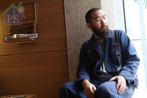 bulthaup的獨家分銷商The Madison Group推出b Solitaire系列,特別找來四位來自國際及本地、能夠 代表中國文化中「衣、食、住、行」這四項人類基本 需要的人物,其中一位是街頭藝術組織「Start from Zero」創辦人兼木匠藝術家Dom Chan。