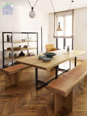 ,筆者特別推 介的有餐桌、長椅和椅墊, 以啞黑色鋁框架為餐桌的底 座,桌面和長椅由實心橡木 製成,而椅墊由天然鞣製和 已上蠟的牛皮製造。
