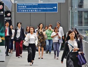 影響17萬公務員的薪酬趨勢調查昨出爐,高中低層的加薪淨指標分別為4.06%、4.51%及2.84%。