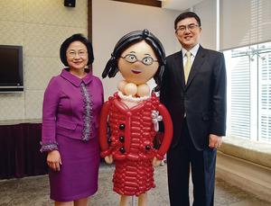 創興銀行副主席兼董事總經理梁高美懿(左)退下火綫,由執董宗建新(右)接棒。