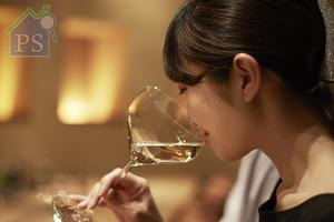 隨著品嚐清酒愈趨普及,找到合適的 酒杯隨之成為市場的新興需要。