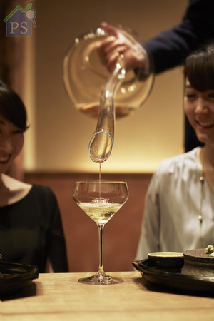 全新Junmai純米 杯的鑽石形杯身底部靈感來自Riedel的 Extreme系列,能夠控制清酒進入口腔 後的流向。
