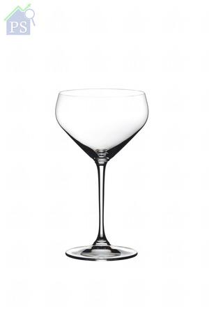 全新酒杯帶有寬闊 杯口,專為平均散發 純米清酒經打磨的穀 物香味、木味及雪利 酒般的香味而設計。