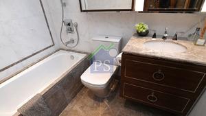 主人套房浴室提供浸浴設備。
