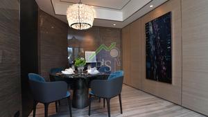 飯廳擺放可供4人用膳的雲石圓餐桌。
