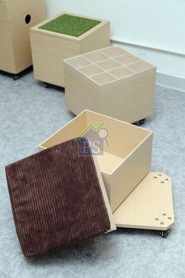 這個活動及組合式凳由滑輪板車、儲物箱及捫上軟墊的箱頂組成,售$850。另外,品牌亦提供多款箱頂選擇,切合不同人士的需要,售價則按不同組合而定。(陳智良攝)