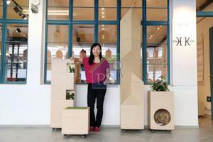 秉承香港人善用土地和時間的智慧,陳麗喬特別推出造型有趣精巧的多功能家具系列,實行藉這些家具化解因空間不足而犧牲的生活情趣。(陳智良攝)