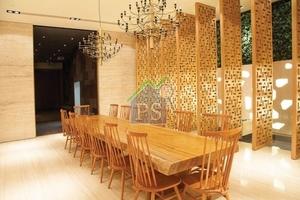 售樓處內不少布置以木的元素打造,呼應會所主題。