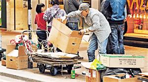 香港仍有長者以拾荒謀生,貧富矛盾擴大,社會需要正視。(資料圖片)