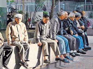 推遲退保年齡能鼓勵企業調高其退休年齡,從而為社會釋放出原本需要退休的勞動人口。(資料圖片)