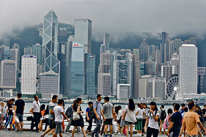 過往百多年香港經濟成功之道,全因彈性及有自知之明,能為客人及自己找到雙贏出路,因此本港需度身訂造適合自己的社會經濟體系。(資料圖片)