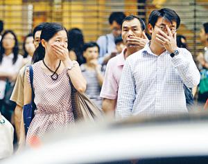香港的空氣質素備受關注,筆者指政府應盡快立法規管船舶減排,減少空氣污染物,為市民健康着想。(資料圖片)
