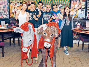 來自北京的藝評人賈選凝狠批港產片《低俗喜劇》,又燒起中港文化矛盾怒火;圖為該戲慶功宴。(資料圖片)