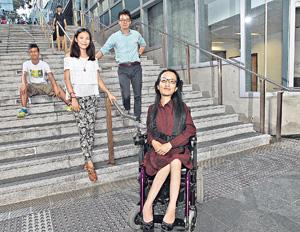 「滾動力量」成員(左起)Gayt、朱影翠、鄧緯榮和Gloria,希望跟企業和發展商合作,協助企業評估商場及城市的無障礙設施,讓員工跟傷健者一同體驗輪椅行。(陳靜儀攝)