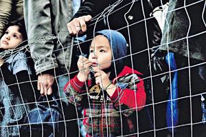 西方入侵伊拉克,令伊斯蘭國崛起,導致敘利亞內戰,引發了聯合國形容為二戰後最大的人道危機,造成25萬人死亡,1100萬人流離失所。(法新社資料圖片)