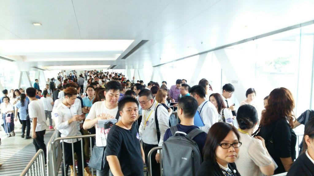 晉海今日收票 參觀示位人龍排至裕民坊