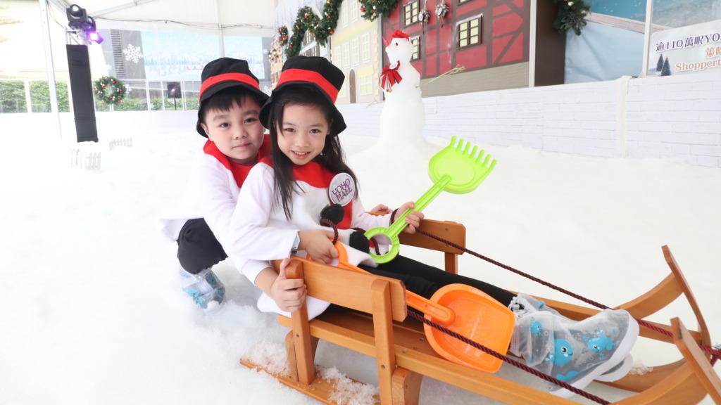 YOHO MALL變身冰雪世界 室內砌雪球玩雪梯