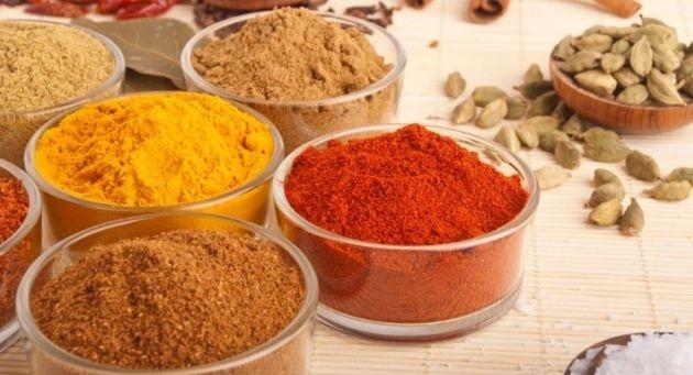 以鮮黃色和獨特風味知名的黃薑,在很多印度菜餚出現。