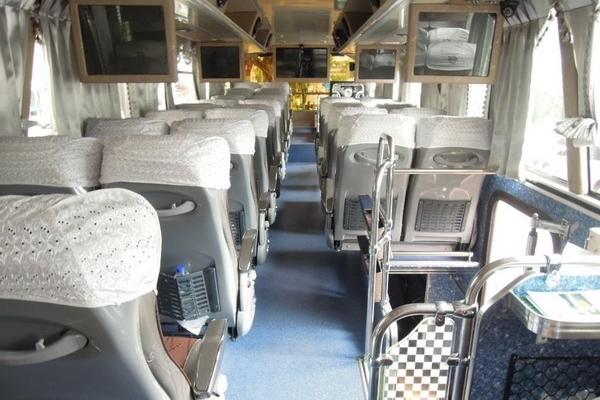 乘車亦要懂得選座位,坐在和司機同一邊的位置相對安全。