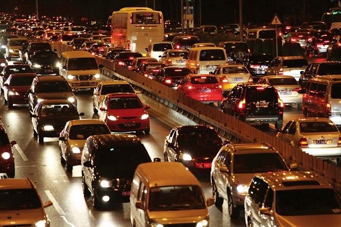 北京當局為減少塞車問題,近年屢出手限制市內車牌數量增加。