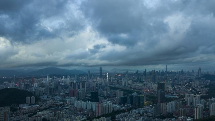 深圳今午烏雲蔽天。(互聯網)