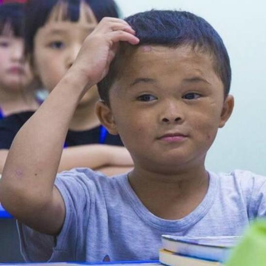 「小馬雲」本來家境貧寒,成了網紅後出入都有百萬豪車接送。(重慶時報圖片)