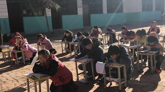河北曲陽多所鄉村小學至今未供暖(《中國青年報》圖片)