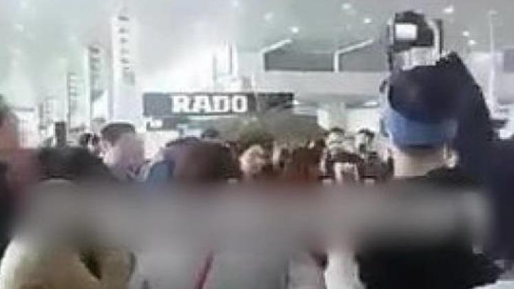 有內地旅客在伊朗機場高呼「中國」。