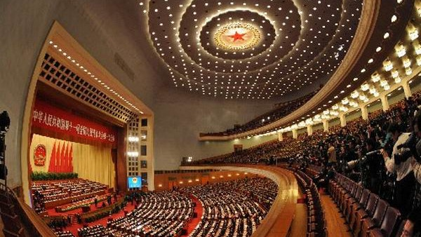 全國兩會會期今年特別長。其中全國人大會議由於適逢政府換屆選舉,加上需要修憲,因此5日開幕後要到20日才閉幕。