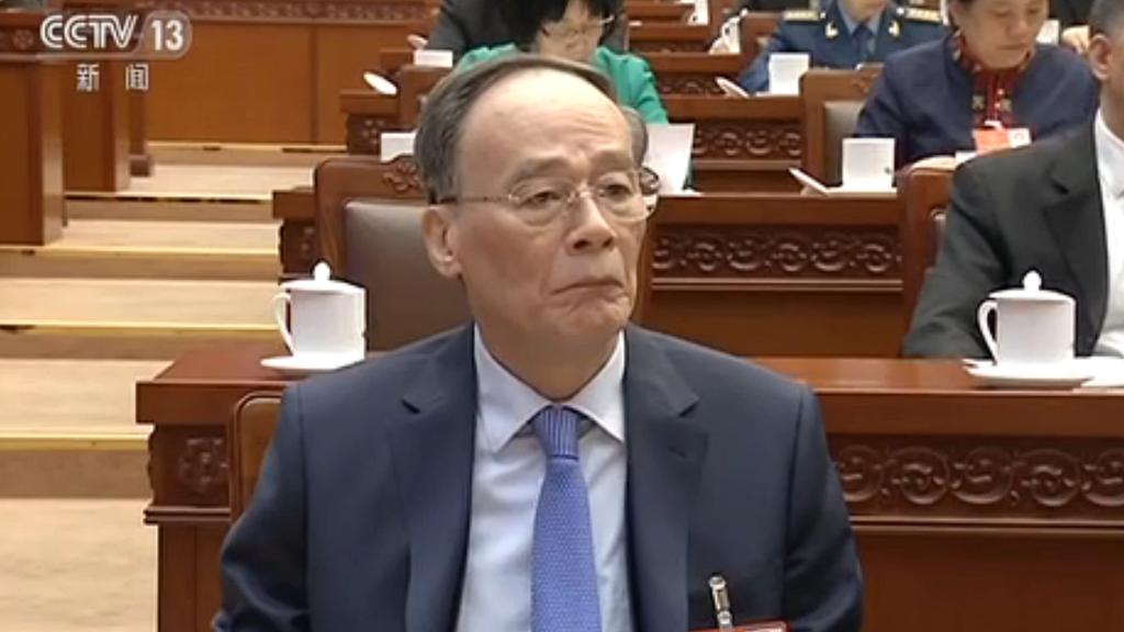 央視新聞聯播現身的排序,王岐山緊跟現任6名政治局常委之後。