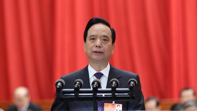 全國人大常委會副委員長李建國,向十三屆全國人大會議作關於中國監察法草案說明。(新華社圖片)