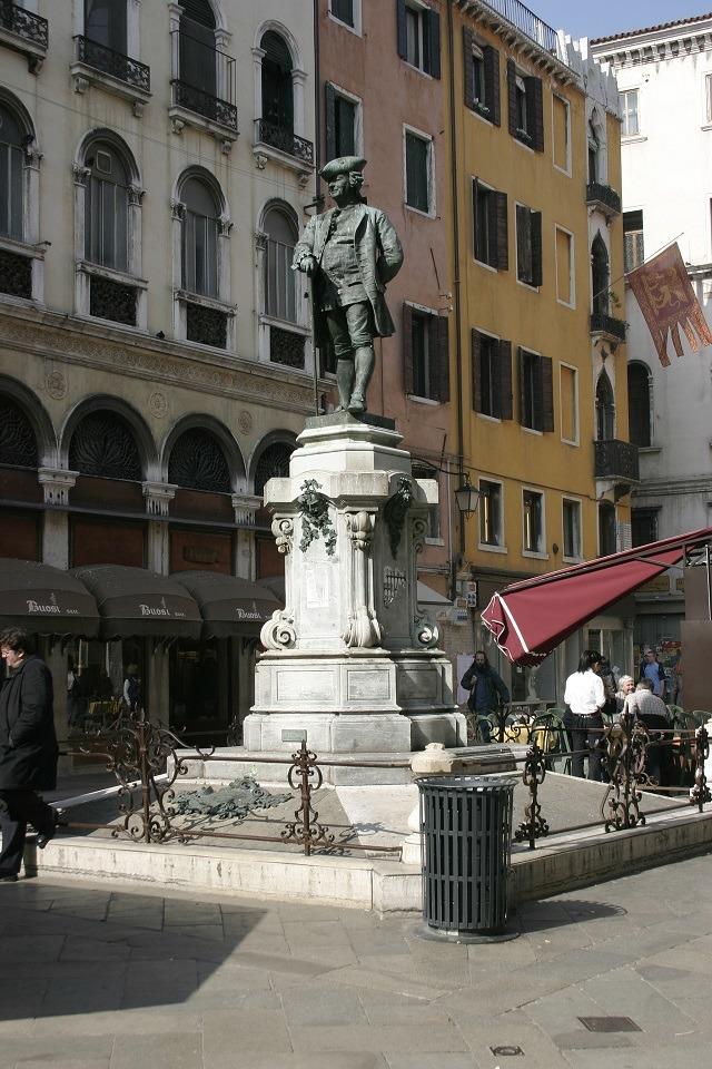 意大利威尼斯的著名古蹟景點聖巴爾托洛梅奧廣場(Campo San Bartolomeo)。