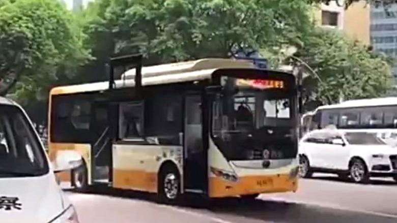 肇事巴士。