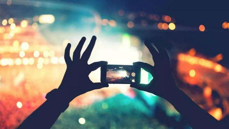 騰訊(700)旗下微信及QQ將暫停短視頻App外鏈直接播放功能,涉及包括微視、快手、抖音、西瓜視頻等。