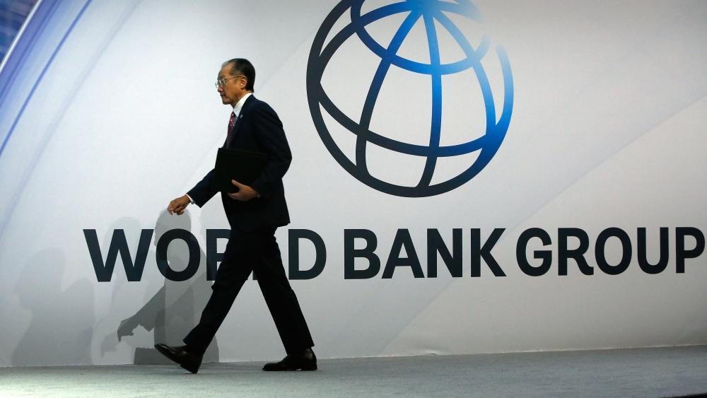 世行行長和美國財長達成協議,世行承諾優先向更貧窮的國家發放貸款,換取美國的130億美元增資計劃。