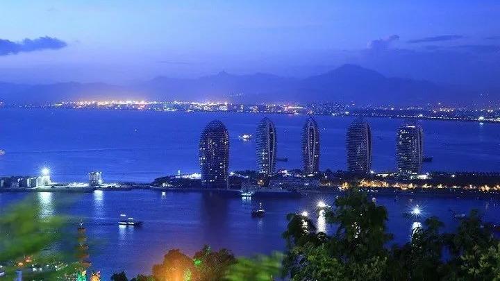 中央推出政策文件支持海南發展,重點不僅催谷旅遊,還為建設「自由港」訂立時間表。