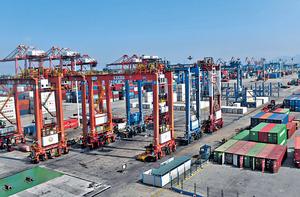 內地外貿形勢不樂觀,國務院確定完善出口退稅政策,促進出口並為企業減負。(中新社資料圖片)