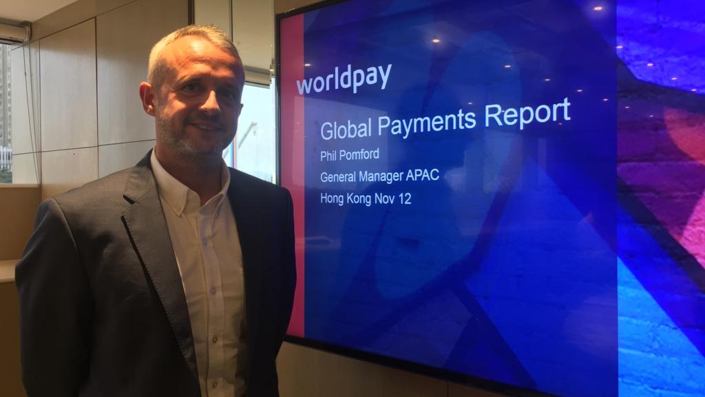 Worldpay亞太區全球企業電子商務總經理Philip Pomford表示,面對網購競爭,零售商能在實體店內提供消費體驗,如虛擬實境、智能鏡等科技吸引消費者。(鄺慧敏攝)