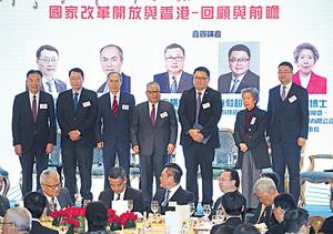 香港科技園董事局主席查毅超(右三)稱,目前本港投放於科技的範疇與深圳大同小異,包括生物科技、金融科技等。右一為商湯集團總經理尚海龍。(林宇翔攝)