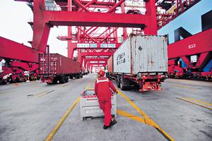 近期中美貿易戰緩和,從內地1月多項PMI數據反映,外需有所改善,帶動出口景氣好轉。(路透社資料圖片)
