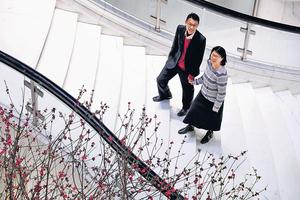 杜國倫(左)及李嘉雯(右)志同道合,共同創辦社企「得閒去飲茶」,遇上荊棘時互相鼓勵,其堅持吸引了其他人加入做義工。(陳國峰攝)