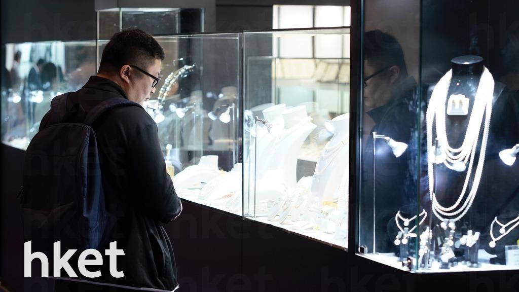 貿發局委託調查機構,在珠寶展會現場訪問了1,347位參展商及買家。結果顯示,有6成受訪者對近期出口表現持中性或正面態度。(林宇翔攝)