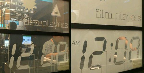 Film Players Limited研發智能顯示電膜,簡單一貼即可讓玻璃智能化,顯示時間、天氣、恒生指數等資訊。(貿發局提供圖片)
