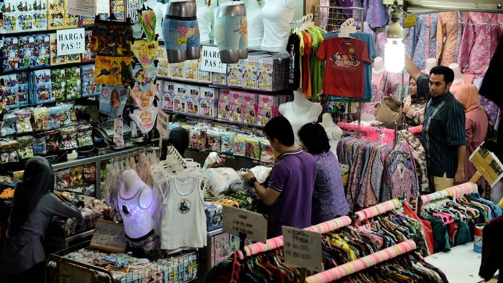 香港貿發局印尼代表梁君豪表示,印尼大部分消費品都是入口貨,如手錶、電子產品、鞋等,為港商帶來商機。(法新社圖片)