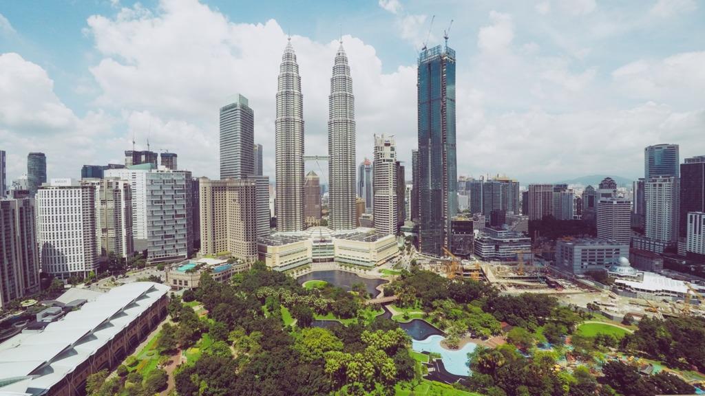 大馬政府推出移居措施「第二家園計劃(Malaysia My Second Home Programme,MM2H)」,鼓勵海外人士前往馬來西亞退休或居留。