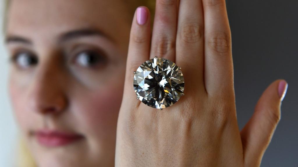 天然鑽石有不同的尺寸和質量,難以統一比較價格。(法新社圖片)