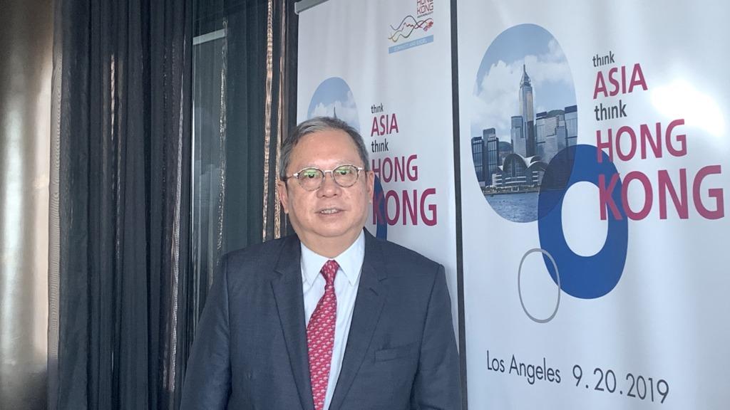 香港貿發局主席林建岳在洛杉磯接受訪問時指出,有關國企並非要取代港企,反而是想開放內銷市場予港參與,且共同合作以拓展更多機遇。(蘇穎琪攝)